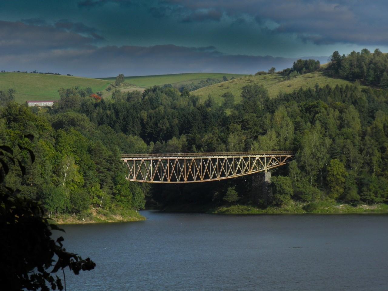 SOS für die Bogenbrücke am Stausee Mauer